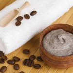 Un-gommage-anticellulite-au-marc-de-cafe-la-recette-beaute-du-jour_width620