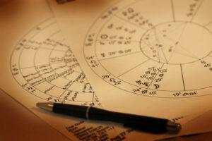 passion-astrologue-astrologie-horaire-divinatoire-interrogation-700x467 (1)